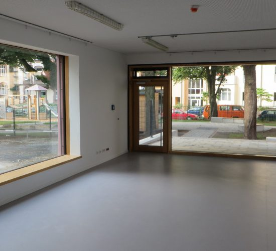 Holz-Alu Fassade Kita mit  Lüftungselement Fieger und Rc2, Passivhaus-Auslegung