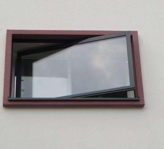 Stahlwendefenster Schüco Jansen, asymetrisch gelagert (Erstanlagen)