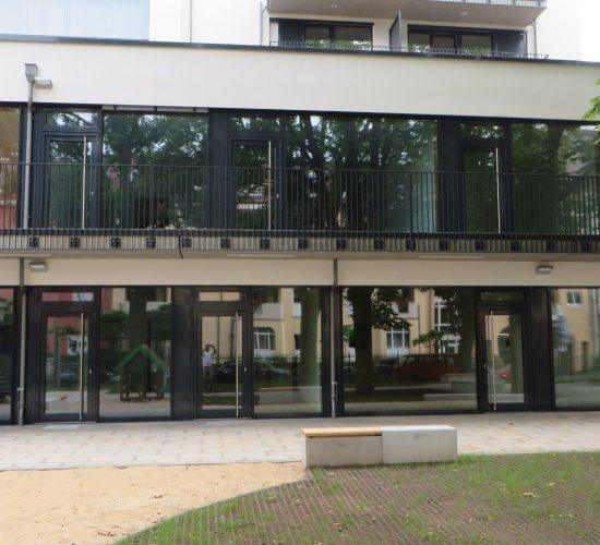 Holz-Alu Fassade Passivstandard, Rc2  mit Fieger Lüftungselementen